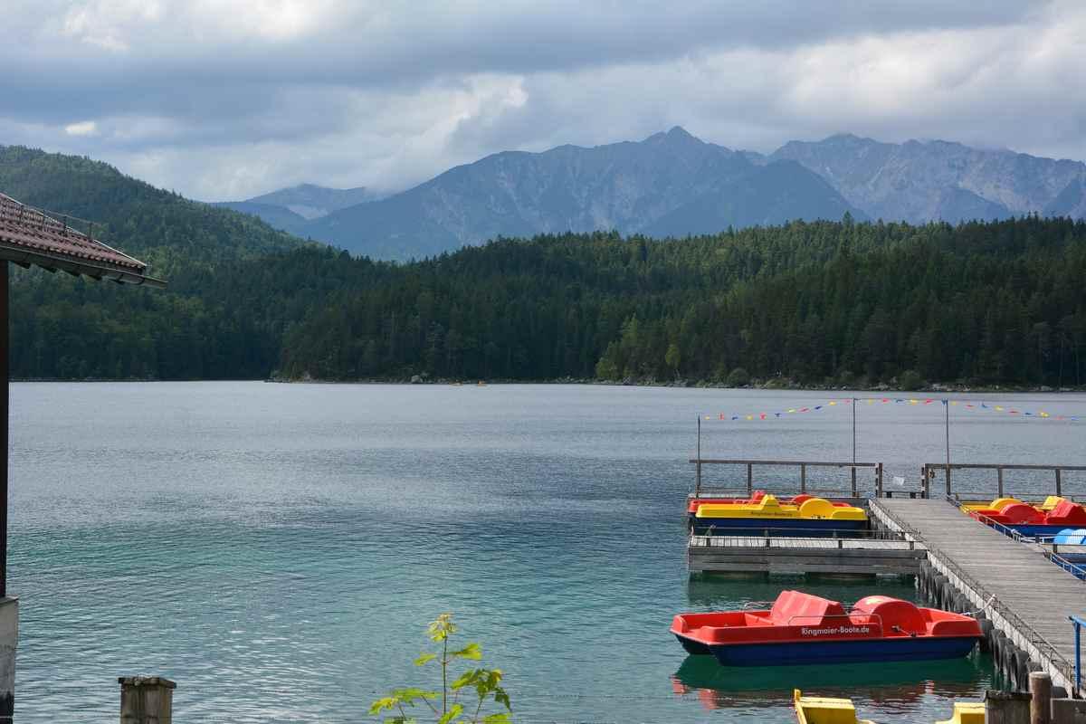Der Eibsee mit dem Wettersteingebirge