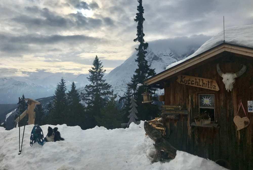 So schön winterlich ist es auf der Wettersteinhütte oberhalb vom Gaistal in Leutasch