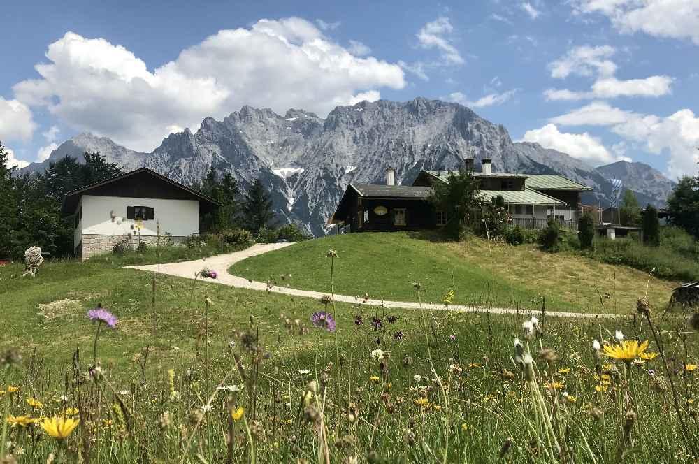 Wettersteingebirge Hütten - die Korbinianhütte in Mittenwald
