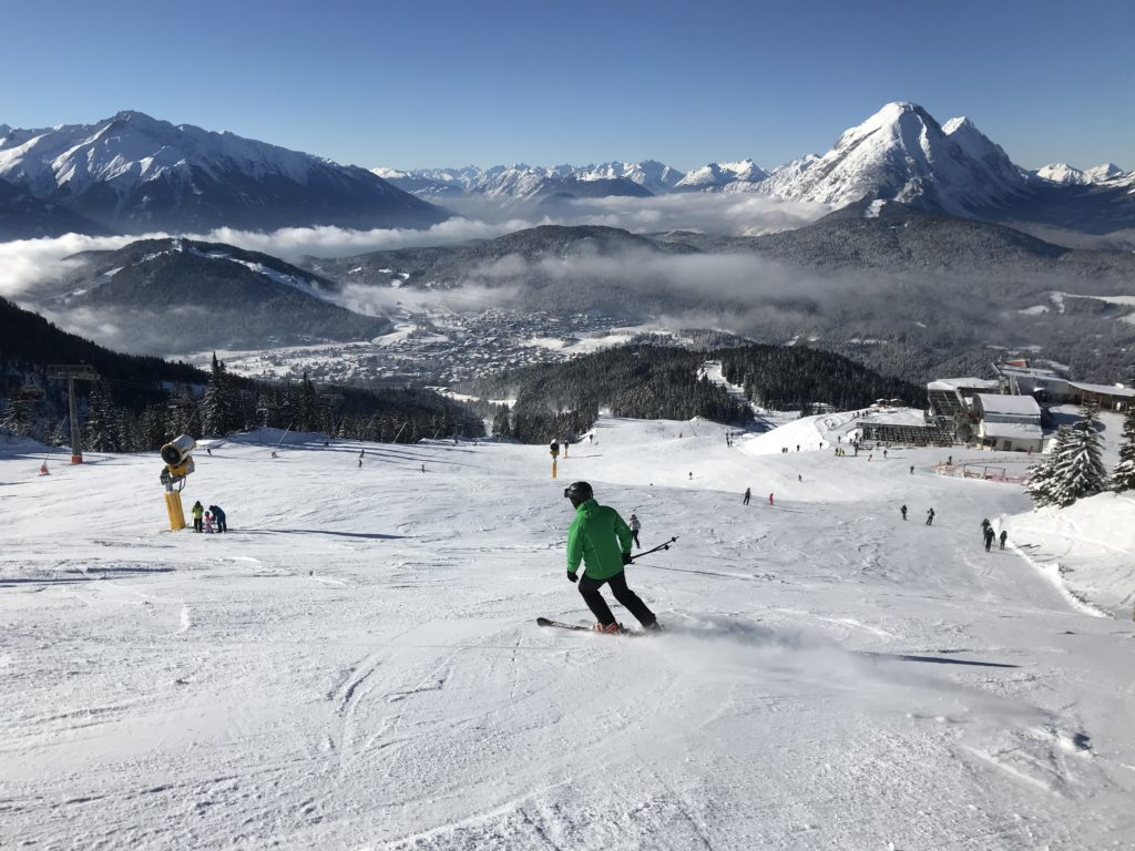 Skifahren mit Blick auf´s Wettersteingebirge