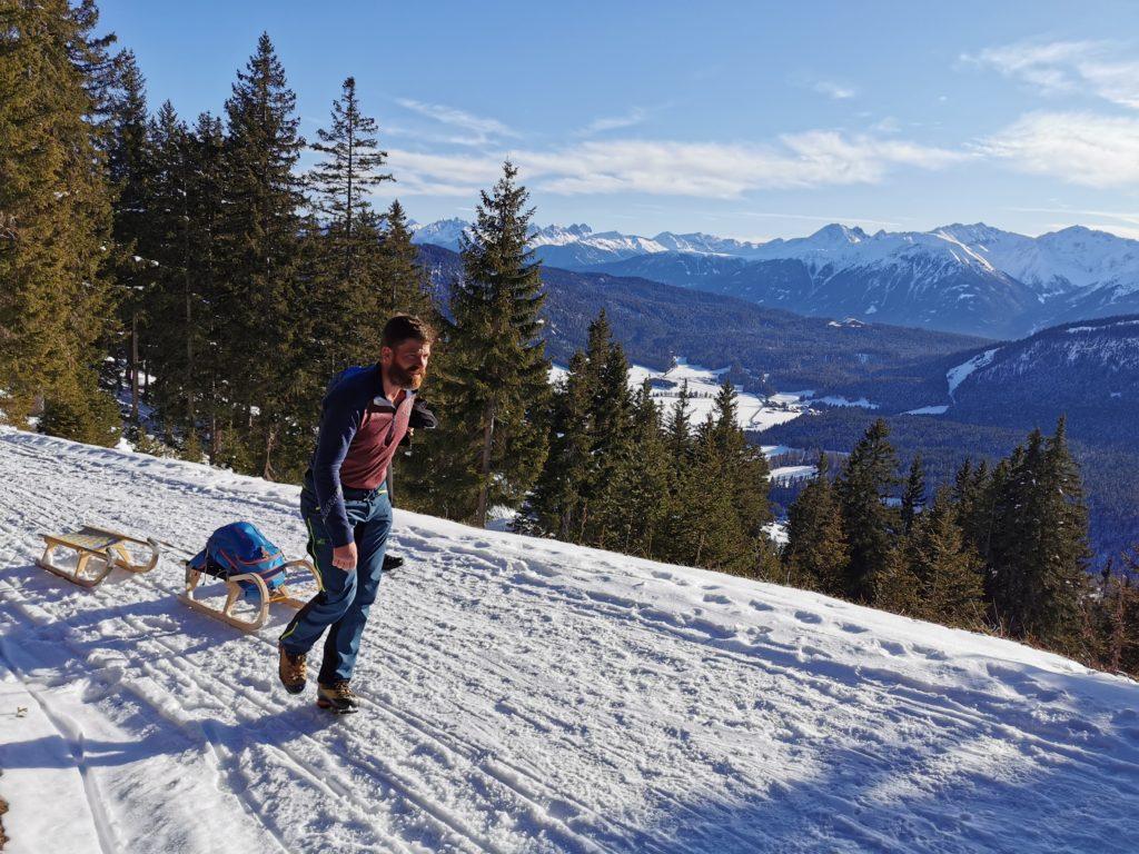 Winterwandern Wettersteinhütte - mit toller Aussicht Richtung Hütte
