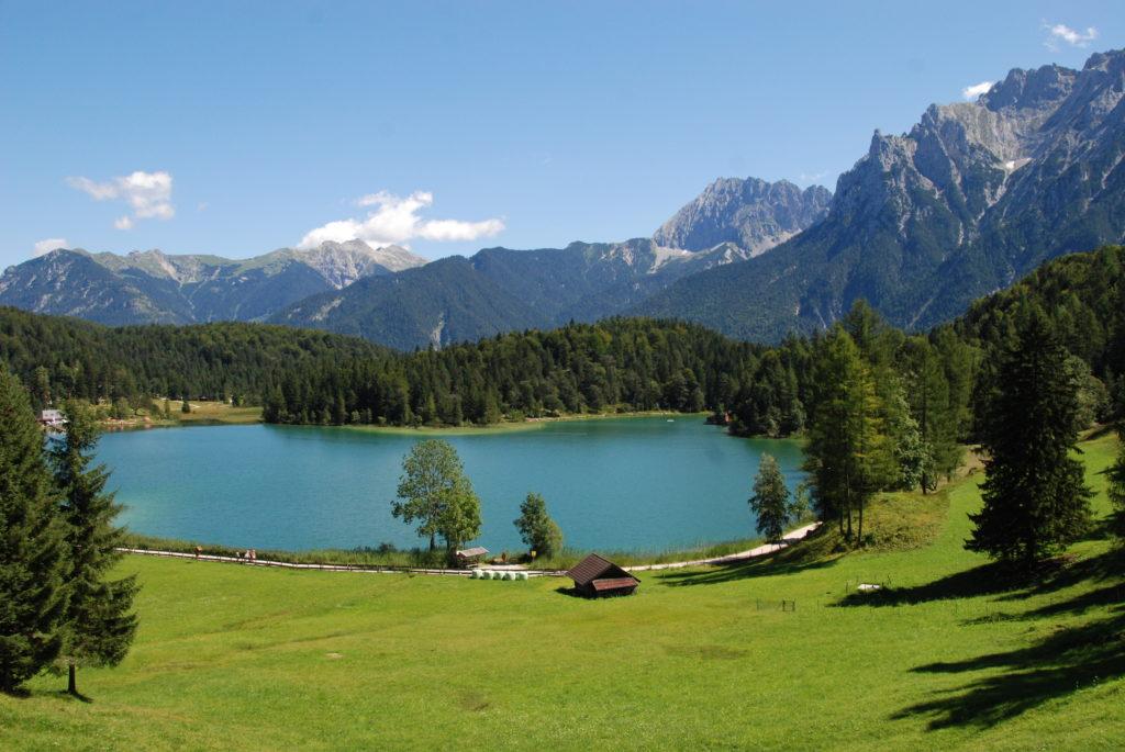 Lautersee Mittenwald - er liegt auf dem Weg der Schachenhaus Wanderung
