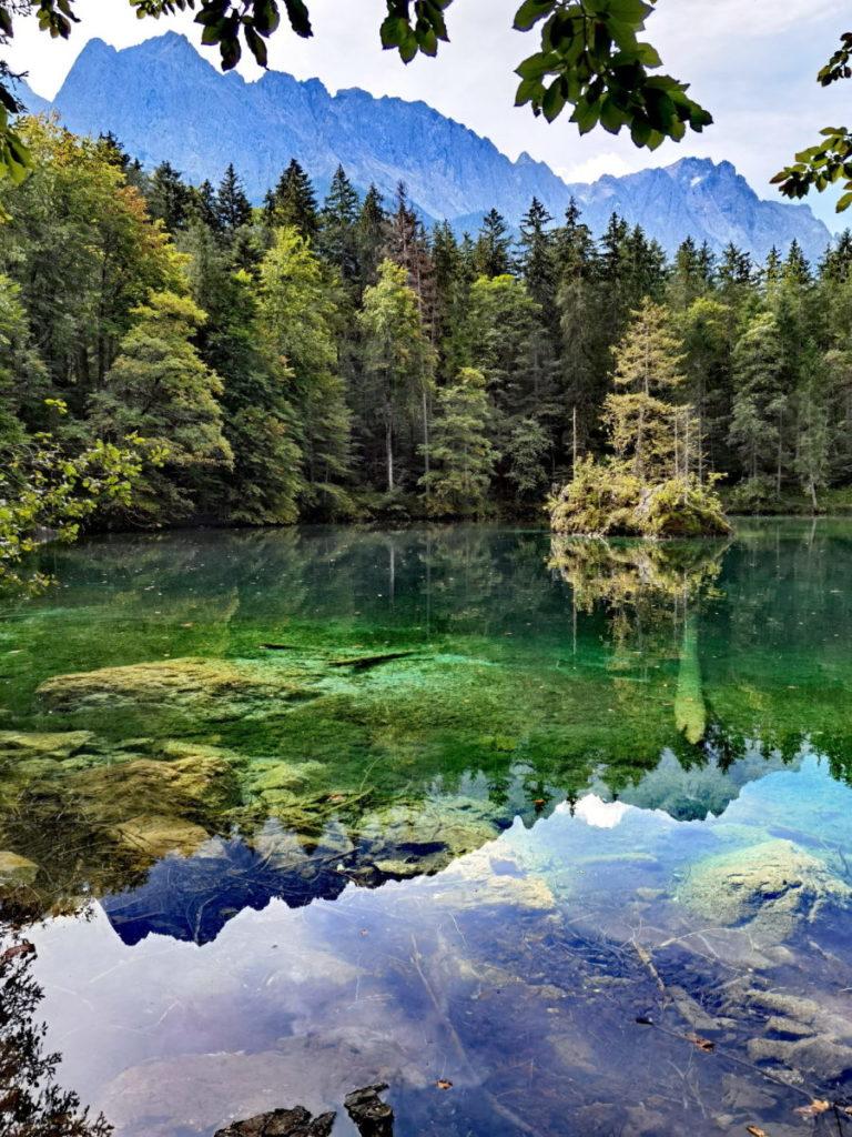 Badersee - idyllischer Bergsee mit schönen Lichtspielen im kristallklaren Wasser