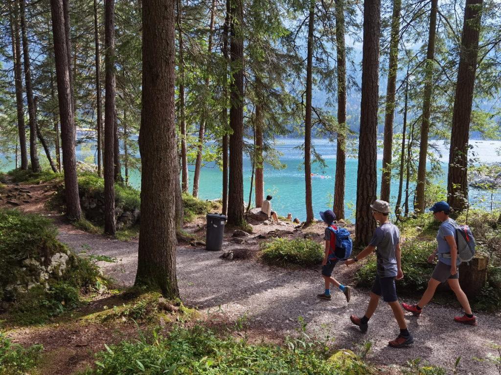 Der Eibsee Rundweg ist die beliebteste Wanderung an diesem See