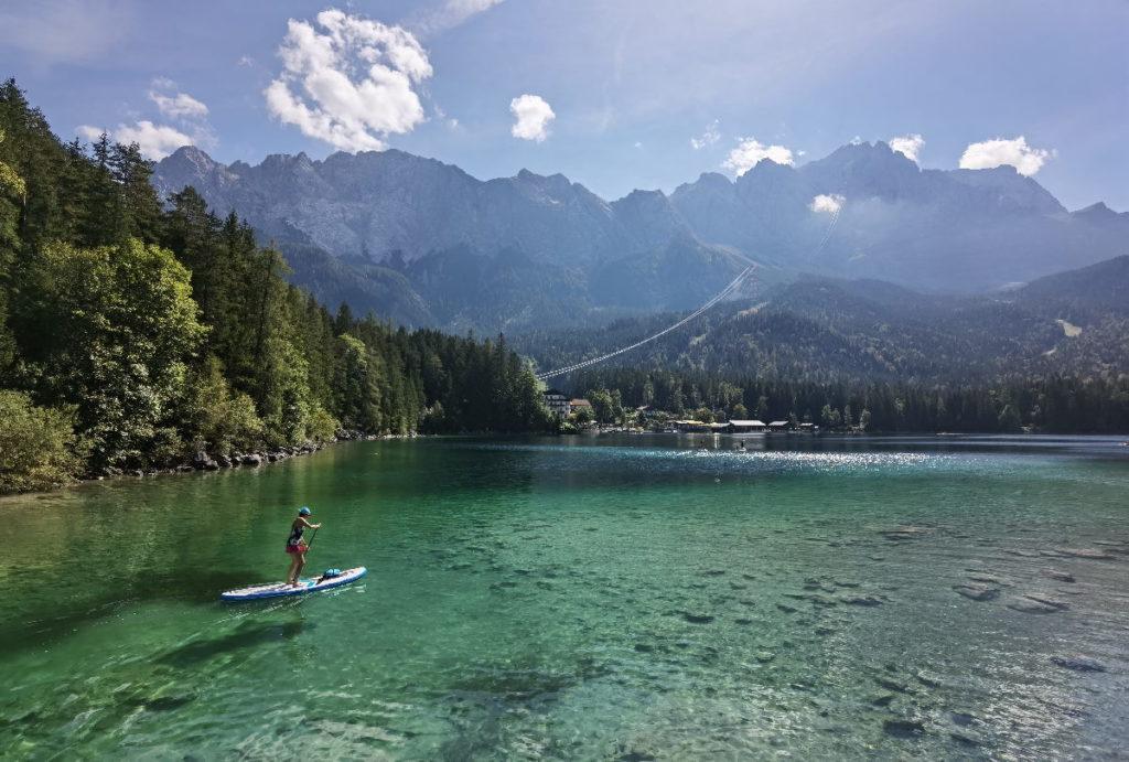 Der Eibsee mit dem Wettersteingebirge, bekanntester See an der Zugspitze